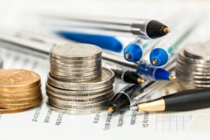 selective-focus-of-coins-and-ballpoints-1